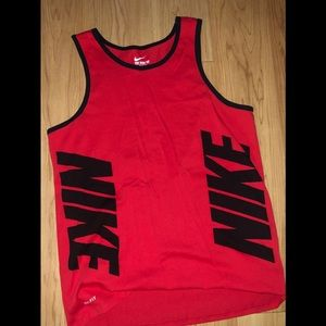 Brand new L Nike tank top (Never Worn)